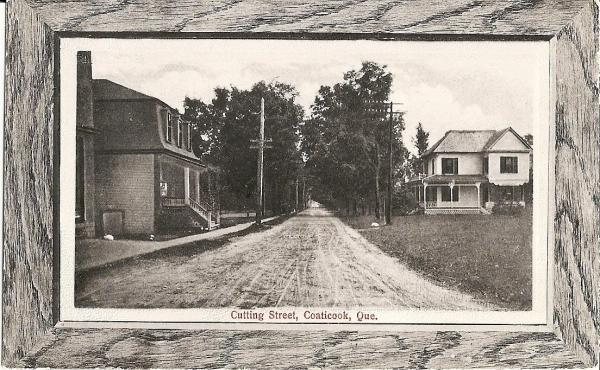 Rue Cutting Ces deux maisons existent encore. À gauche, 47 Cutting, à droite ancien presbytère anglican.