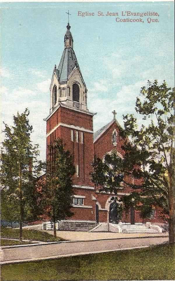Carte postale illustrant l'église St-Jean l'Évangéliste Construite en 1915 et détruite par les flammes en 1949