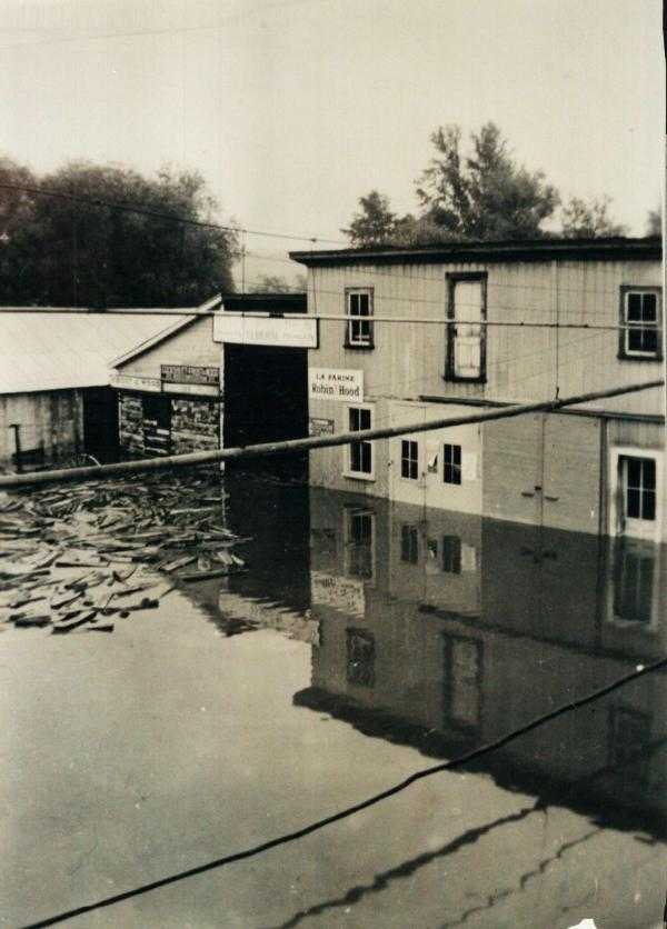 Photo of the agricultural cooperative of Coaticook in the flood of June 15, 1943