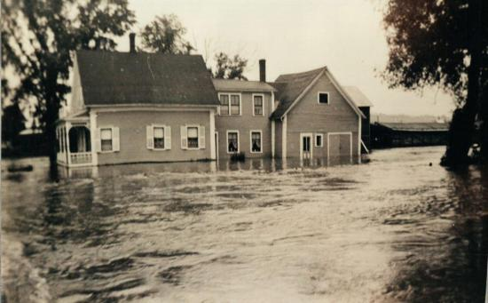 The house Alfred Marcoux, Main Street East, during the flood of 15 and 16 June 1943