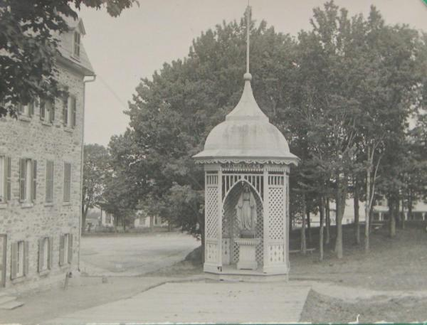 Kiosk located at the rear of the Convent of the Presentation of Mary. It is now destroyed.