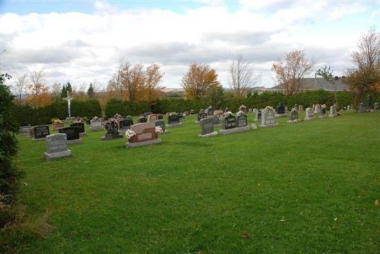 Au cimetière St-Luc à Barnston, les plus anciennes stèles funéraires appartiennent à Françoise Arnold, fille de Hector Arnold et Leda Houle, décédée en 1939 à l'âge d'un an, ainsi qu'à Almeria Lavallée, épouse de Edmour Chagnon, née en 1892 et décédée également en 1939 à l'âge de 47 ans.