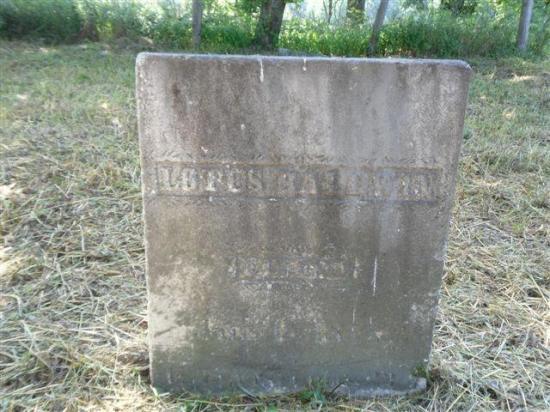 Levi Baldwin, né au Massachusetts en 1753, fut l'un des premiers colons américains à venir s'installer dans le canton de Barnston en 1798, tout juste deux ans après le premier à y mettre les pieds, c'est-à-dire Joseph Bartlett en 1796.  En compagnie de sa femme Experience Goff, Levi Baldwin achète en 1802 le lot 15 du 6e rang.  Ce couple donnera naissance à cinq enfants, dont Lotes, décédé en 1877 et inhumé dans le présent cimetière.  Devenu veuf en 1815, Lévi épousera par la suite en 1819 Abiga