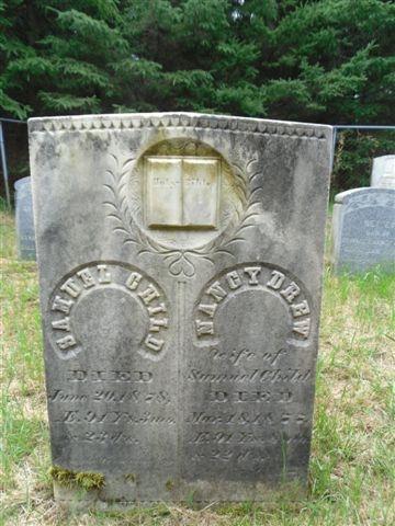 Ce petit cimetière familial réunit principalement des descendants de Samuel Child, né au Vermont en 1787 et de Nancy Drew Child, née en 1785.   Tous deux seront d'ailleurs inhumés dans ce cimetière.  Nancy laissera dans le deuil sa famille en 1877 alors que son époux la suivra quelques mois plus tard en juin 1878.