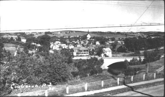 Portait le nom de Baptist Street vers 1855, fut homologuée le 12 septembre 1870 et désigée sous le vocable St-Paul. Le 5 juin 1874, on décida du toponyme pour toute sa longueur. Pour la section St-Paul Ouest, elle fut connue longtemps sous le nom de East-Central, jusque dans les années 1950. Cette section fut, à plusieurs reprises, réaménagée, en raison de la forte pente qui l'amène à la rue Child et à cause de la voie ferrée qu'elle traverse.