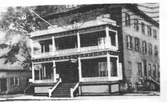 L'hôtel Maurice fut construit en 1894 et fut la proie des flammes en 1969. Il était située sur la rue Main Est où était situé, avant celui-ci le Coaticook House. Il était situé juste au côté du bureau de poste maintenant devenu la bibliothèque Françoise Maurice.