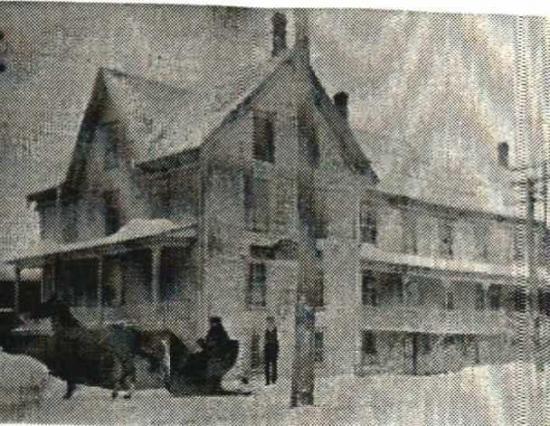 Le bâtiment était situé sur la rue Saint-Jean Baptiste (coin Saint-Pierre sud et Saint-Jean-Baptiste, sur le terrain actuel de l'école Sacré-Coeur) et aurait existé vers 1880, avant d'être détruit vers 1920. Remarquez son nom apposé au mur.