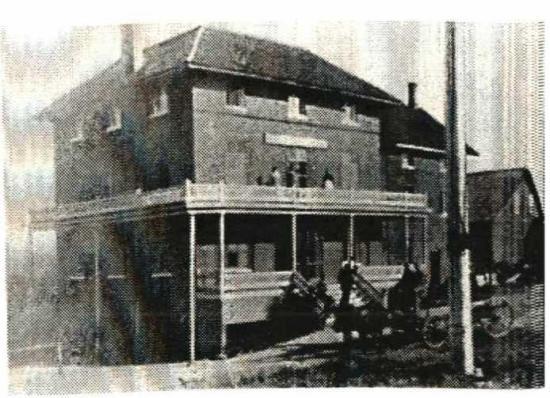 Bâtiment en briques, construit vers les années 1875-1880, il était situé sur les terrains actuels du Musée Beaulne. L'hôtel fut construit en 1863 par  Henry Richardson. L'hôtel  fut érigé à cet endroit pour des raisons bien précises : il était situé à proximité de la gare qui reliait, à cette époque, Coaticook à Montréal. Il fut la proie des flammes en 1897 et il ne sera jamais reconstruit. Fait l'objet de fouille archéologique en 2014.