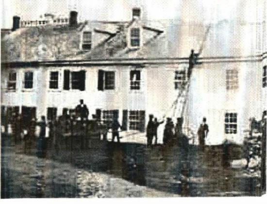C'est en 1853 qu'un des pionniers deCoaticook, Horace Cutting, érigea le deuxième hôtel du village : le Coaticook House, situé au 32 rue Main Est, entre l'ancien bureau de poste et l'ancien bâtiment du culte baptiste. Le Coaticook House se nommait également le Coaticook Hotel. En 1871, le propriétaire de l'époque, Stephen Davis, fit annuler le règlement municipal numéro 28 qui prohibait la vente des spiritueux et annulait l'émission des licences. L' hôtel changera de mains à plusieurs reprises