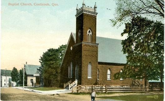 L'église Baptiste de Coaticook était située sur la rue Main Est voisine de l'hôtel Maurice anciennement la Coaticook House.