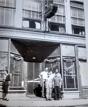 Aldéi Ouellette a loué le bâtiment du Medecal Hall de 1947 à 1961. Par la suite il fait l'acquisition du bâtiment et poursuit ses activités du Café Royal jusqu'en 1970.