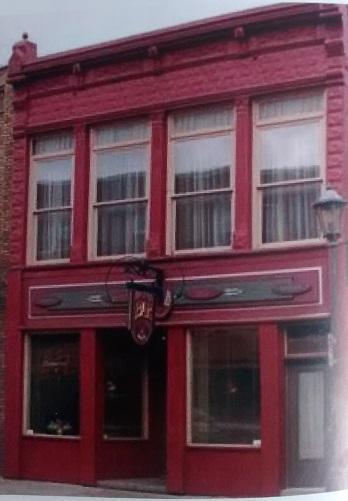 Au mois d'août 1973, Jeannine et Gilles Patry font l'acquisition du bâtiment qui devient la brasserie Le Baril en septembre. Cet établissement a été le premier de la région à offrir la bière en fût. En 1981, on change l'appellation pour Taverne Le Baril. Finalement en 1991, il se nommera Bar Le Baril. En 2014, le 11 janvier un embâcle se forme sous le bâtiment et le ruisseau Pratt inonde la rue Child. Le bâtiment est démoli le 20 janvier de cette même année en raison du danger qu'il représente.