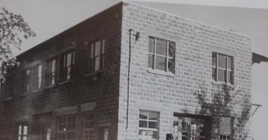 M Lucien Maurais fit ses débuts dans l'industrie automobile en 1927. Il s'installa sur la rue Child, en face du pont Charles-Émile Audet (ancien local de la Pioneer Beet Root Sugar). Au fil des ans, ses fils Roger et Denis prirent la relève et un nouveau garage vit le jour au 292, rue Main Est. En 1951, Lucien, Roger, Denis fondèrent la compagnie Maurais Automobile Ltée. En 2010, suite à la fermeture de la concession Ponctiac Buick à Coaticook, Gilles se porta acquéreur de locaux plus vastes et