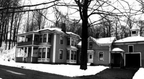 La maison Brown était située sur la rue Forrest.