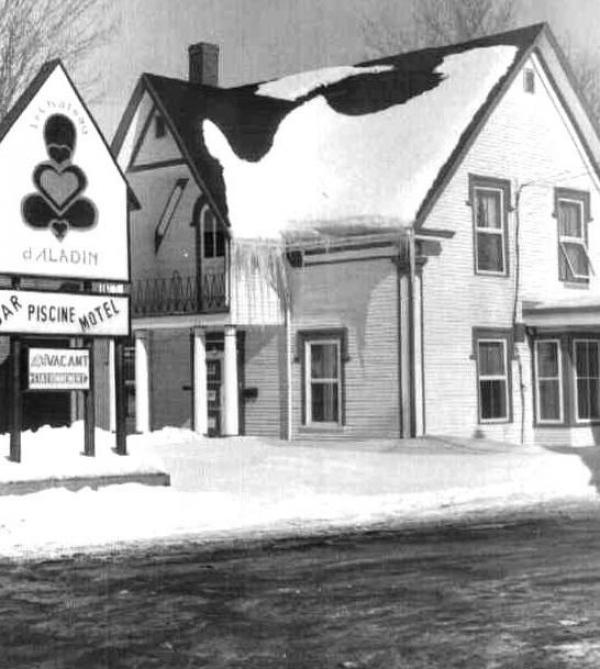 Le Bar Aladin et la clinique familiale était situés sur la rue Child.