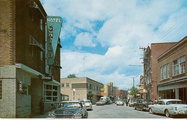 Vue de l'hôtel Child sur la rue Child vers le nord. Photo datant des années 1960.