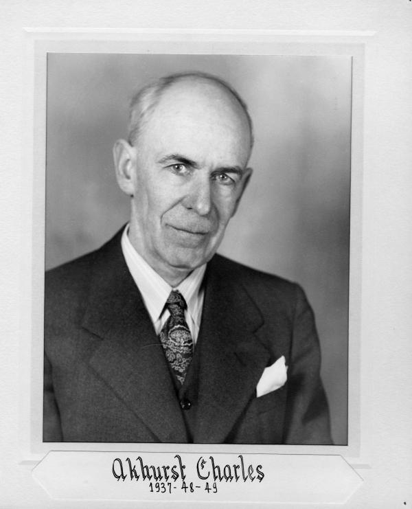 RUE AKHURST Rue nommée en l'honneur de Charles Edward Akhurst qui fut un des directeurs de l'entreprise Belding Corticelli Limited et maire de Coaticook durant plusieurs mandats 1937, 1948-1949, 1954-1955.  La rue prit le nom de Akhurst en 1995.