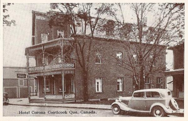 Hôtel Corona de Coaticook devenu la Maison familiale. Cet hôtel s'appelait au départ, lors de sa construction Hôtel Canada.