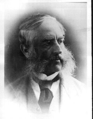 RUE SLEEPER Rue nommée en l'honneur de Georges Sleeper qui fut maire de Coaticook à plusieurs reprises : 1866-1867, 1876-1877-1878. Le nom Sleeper fut adopté dans les années 1950.  L a rue prit le nom de Sleeper le 4 mai 1868 pour la section jusqu'à la rue Maple, le 9 octobre 1874 pour la section jusqu'à la rue Victoria, en 1949 pour la section jusqu'à la rue Bellevue. Autrefois, elle portait le nom de Hazel, en raison des noisetiers qui s'élevaient dans ce secteur.