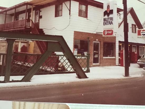 Vu du dépanneur Béland au 364, rue St-Jean Baptiste à Coaticook