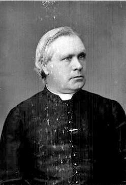 Rue nommée en l'honneur de l'abbé Michael Mc Auley (1833-1904), troisième curé de la paroisse St-Edmond. On lui doit la construction de l'église de St-Edmond actuelle et du deuxième presbytère (où se situe le troisième presbytère). La rue fut annexée à Coaticook en 1947, ouverte vers 1920, sous le toponyme de Prospect.