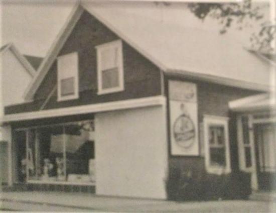 Le magasin Lapointe était situé au 320, rue St-Edmond